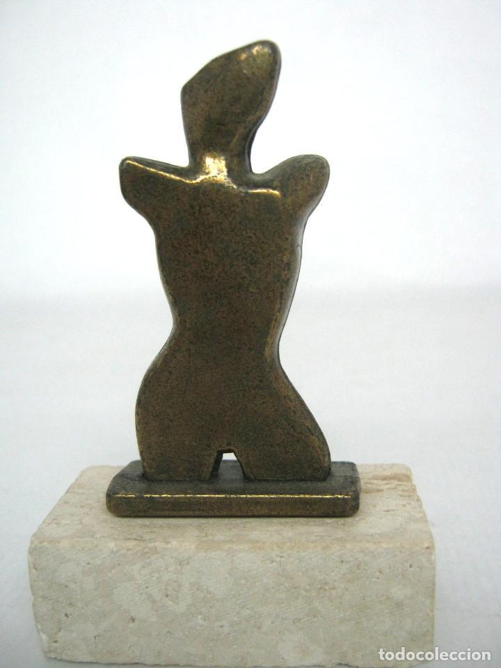 Antigüedades: Escultura en bronce sobre piedra firmada marca - torso femenino - Foto 2 - 144404082