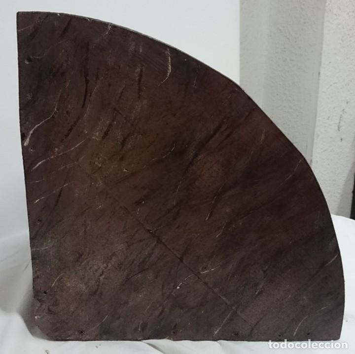 Antigüedades: Antigua ménsula, peana, repisa de madera y escayola marmolizada. Pieza importante. Siglo XIX. - Foto 4 - 144404474