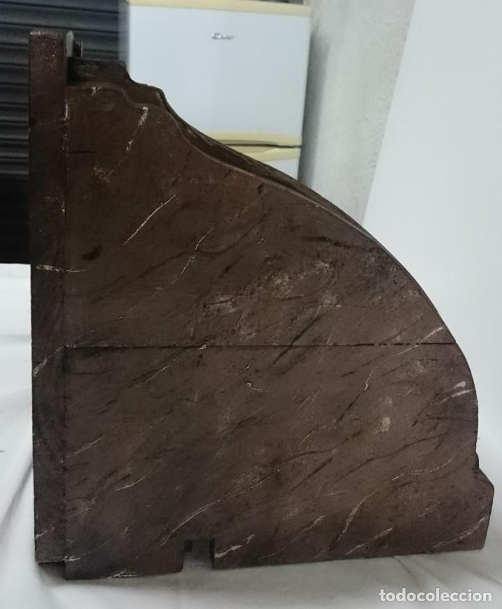 Antigüedades: Antigua ménsula, peana, repisa de madera y escayola marmolizada. Pieza importante. Siglo XIX. - Foto 5 - 144404474