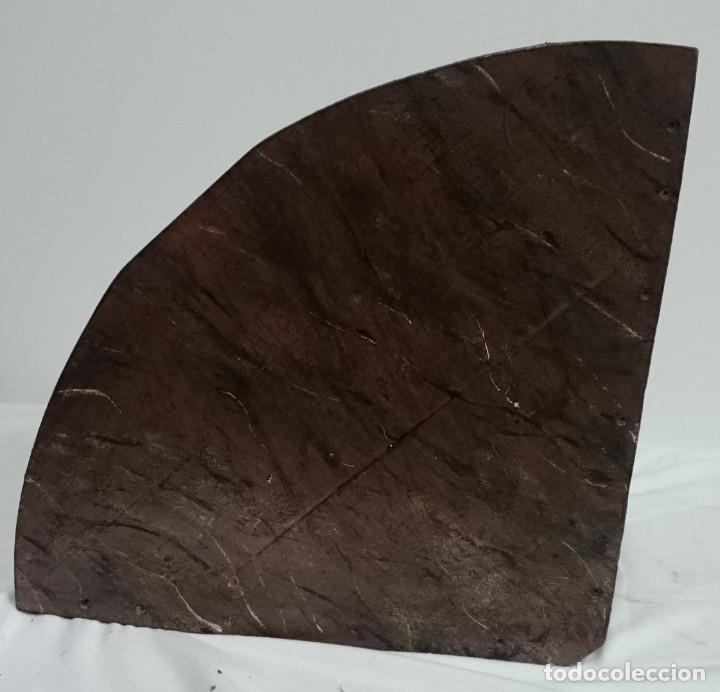 Antigüedades: Antigua ménsula, peana, repisa de madera y escayola marmolizada. Pieza importante. Siglo XIX. - Foto 6 - 144404474
