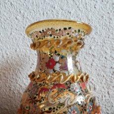 Antigüedades: ANTIGUO JARRÓN CRISTAL SOPLADO FIRMADO CIRERA - PINTADO A MANO - LA CARTUJA DE SEVILLA BARCELONA. Lote 144409596