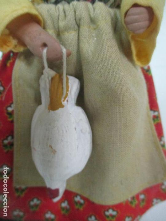 Antigüedades: Figura de Campesina, Abuela con Pollo - Terracota - Firma Florence - La Provenza Francesa - Foto 4 - 144429210