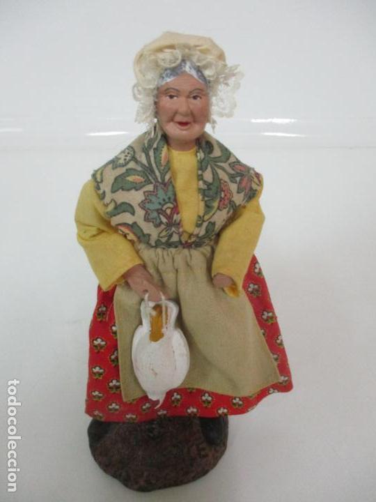 Antigüedades: Figura de Campesina, Abuela con Pollo - Terracota - Firma Florence - La Provenza Francesa - Foto 7 - 144429210