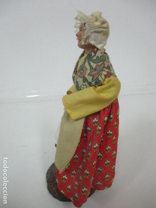 Antigüedades: Figura de Campesina, Abuela con Pollo - Terracota - Firma Florence - La Provenza Francesa - Foto 8 - 144429210