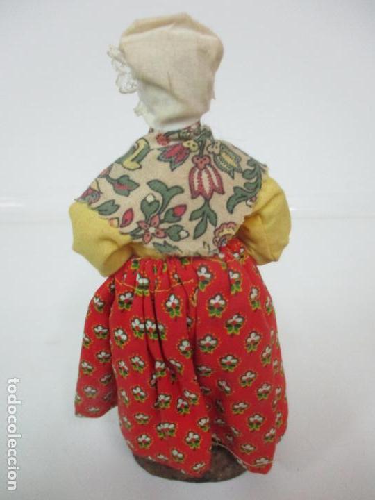 Antigüedades: Figura de Campesina, Abuela con Pollo - Terracota - Firma Florence - La Provenza Francesa - Foto 11 - 144429210