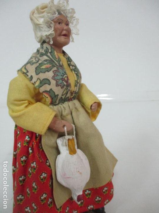 Antigüedades: Figura de Campesina, Abuela con Pollo - Terracota - Firma Florence - La Provenza Francesa - Foto 14 - 144429210