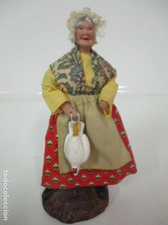 Antigüedades: Figura de Campesina, Abuela con Pollo - Terracota - Firma Florence - La Provenza Francesa - Foto 15 - 144429210