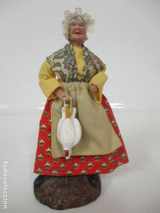 Antigüedades: Figura de Campesina, Abuela con Pollo - Terracota - Firma Florence - La Provenza Francesa - Foto 18 - 144429210