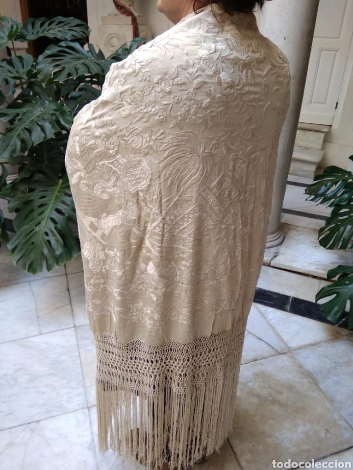 Antigüedades: Mantón Manila siglo XIX , isabelino de seda bordado a mano - Foto 16 - 144443788