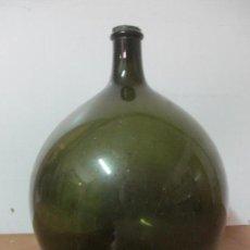 Antigüedades: GRAN DAMAJUANA - CRISTAL SOPLADO - VIDRIO VERDE - 66 CM ALTURA - S. XIX. Lote 144445546