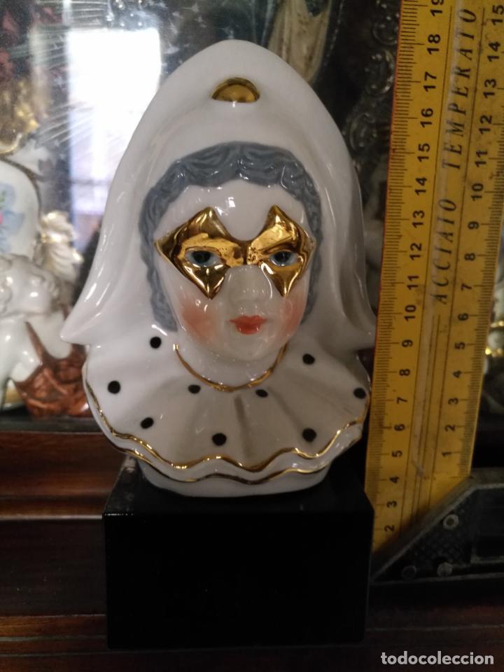 Antigüedades: FIGURA CERAMICA SOBRE PEANA BUSTOARLEQUIN . PORCELANA CON FILOS Y MASCARA ORO - DORADO - Foto 6 - 144454974