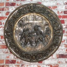 Antigüedades: GRAN PLATO DE COBRE BAÑADO EN PLATA LA QUERELLE SIGLO XIX. Lote 144475410