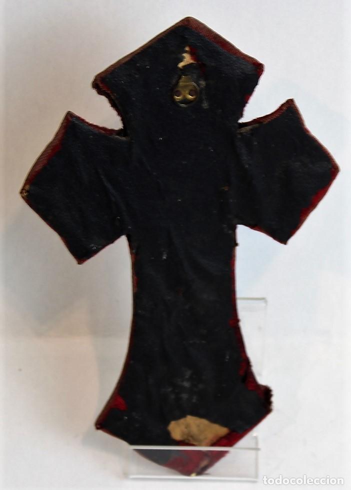 Antigüedades: Crucifijo antiguo, 22 x 14 cm, hierro, madera, raso y piel - Foto 2 - 144494774