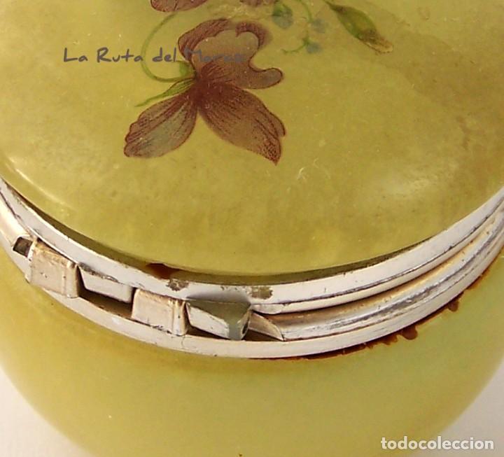 Antigüedades: Caja de alabastro en tonos verdosos y con estampado floral en la tapa - Foto 4 - 144507422