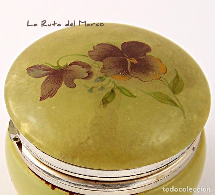Antigüedades: Caja de alabastro en tonos verdosos y con estampado floral en la tapa - Foto 6 - 144507422