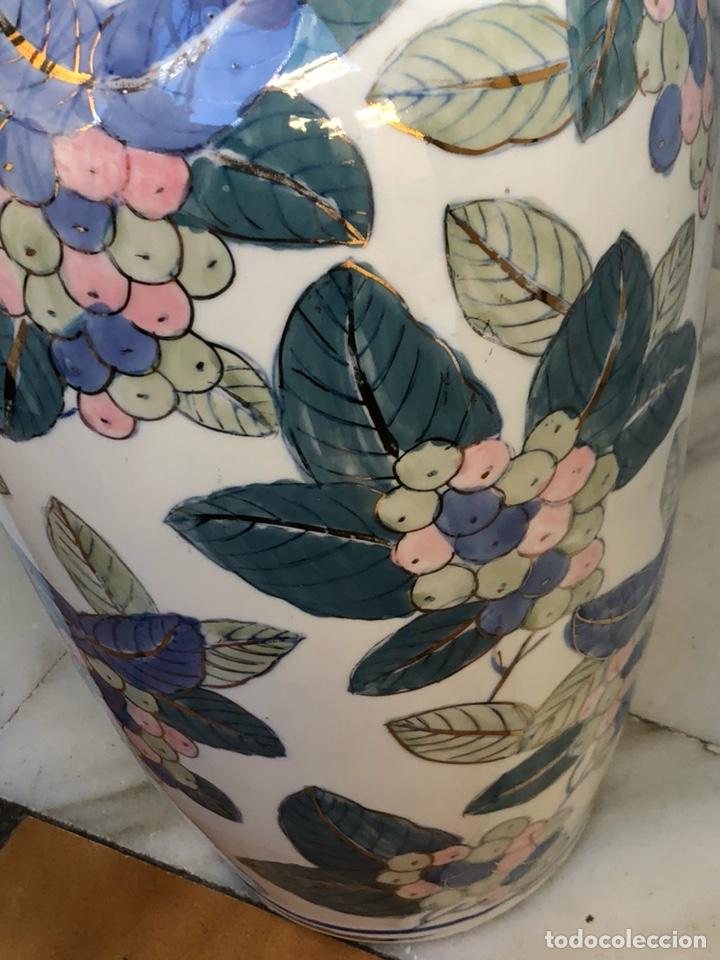 Antigüedades: Bonito jarrón motivos florales, buen tamaño sin firma - Foto 5 - 144615778