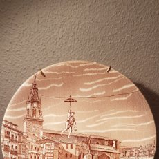 Antigüedades: PLATO DE PORCELANA PLAZA DE LA VIRGEN BLANCA VITORIA GASTEIZ. Lote 144618580