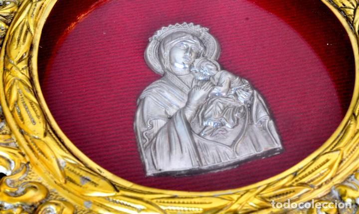 Antigüedades: VIRGEN EN LÁMINA con amplio relieve SOBRE MARCO DORADO - Foto 2 - 144627922