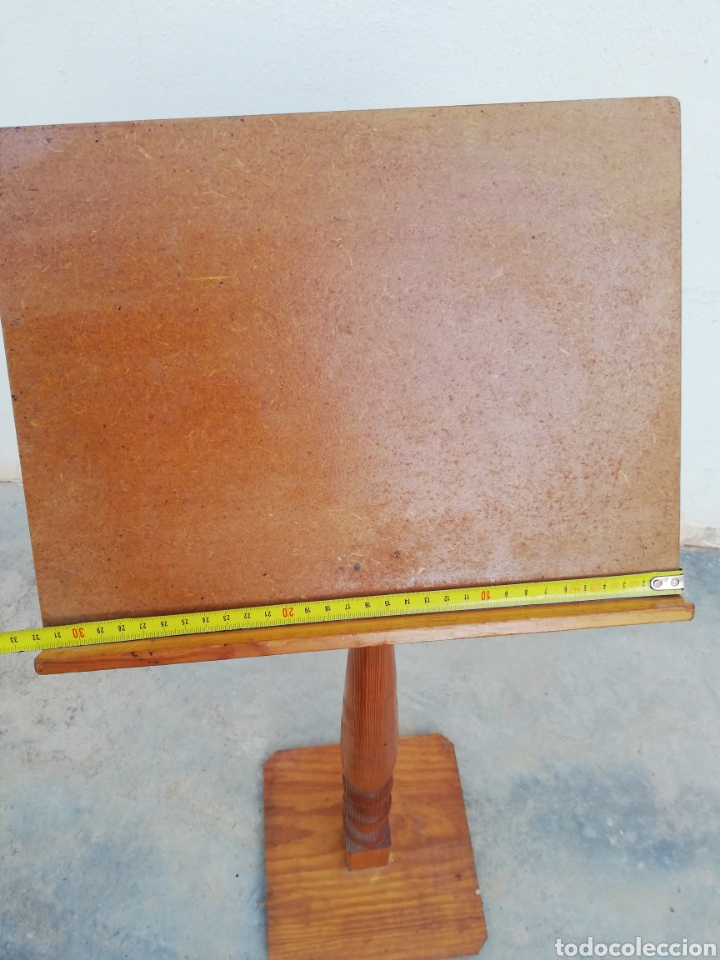 Antiquitäten: Atril de pie en madera - Foto 5 - 144706324