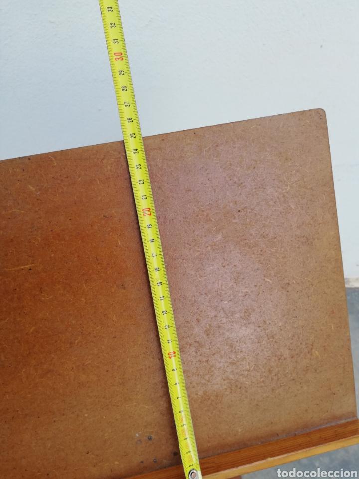 Antiquitäten: Atril de pie en madera - Foto 6 - 144706324