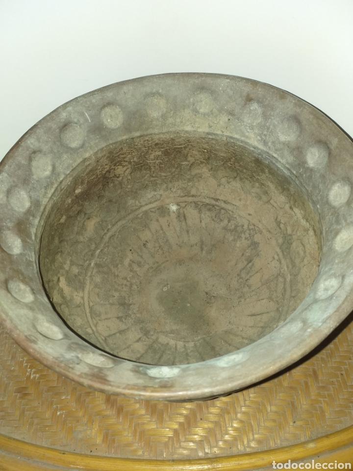 Antigüedades: Antiguo macetero de cobre y laton,decorado seguramente a mano,por sus imperfecciones. - Foto 4 - 144723372