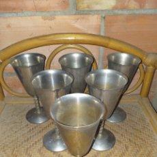 Antigüedades: JUEGO DE 6 ANTIGUAS COPAS DE BRONCE BAÑANDAS, TALLO LABRADO.. Lote 144726401