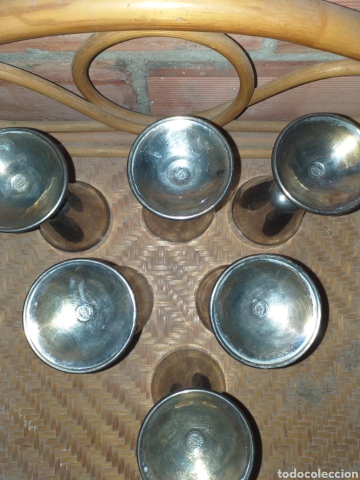 Antigüedades: Antiguo juego de 6 copas de bronce bañado. Selladas con el sello del artista sevillano A.Lara. - Foto 3 - 144727322