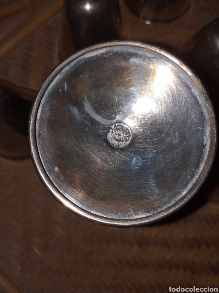 Antigüedades: Antiguo juego de 6 copas de bronce bañado. Selladas con el sello del artista sevillano A.Lara. - Foto 4 - 144727322