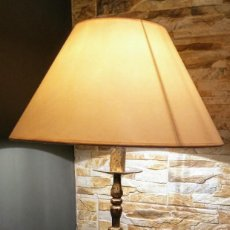 Antigüedades: LAMPARA COMPLETA CON PIE DE BRONCE ANTIGUO. Lote 144763742