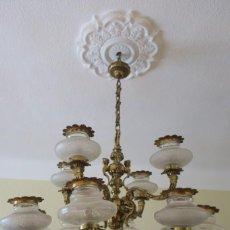Antigüedades: GRAN LAMPARA ANTIGUA DE TECHO DE BRONCE EN PERFECTO FUNCIONAMIENTO. COMPLETA. Lote 144780698