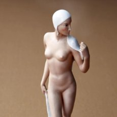 Antigüedades: FIGURA ART DECO EN PORCELANA ROSENTHAL, POR GERHARD SCHLIEPSTEIN, 1936. 34 CM ALTURA. Lote 144805714
