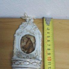 Antigüedades: PILA BENDITERA DE PORCELANA CON IMAGEN EN EL CENTRO DE SAN ANTONIO. Lote 144808854