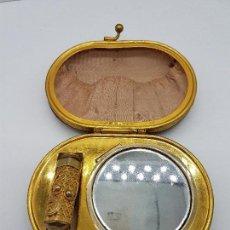 Antigüedades: PRECIOSO BOLSITO DE MANO TOCADOR ANTIGUO CON ENSERES DE MAQUILLAJE, SÍMIL DE CAREY.. Lote 144837226