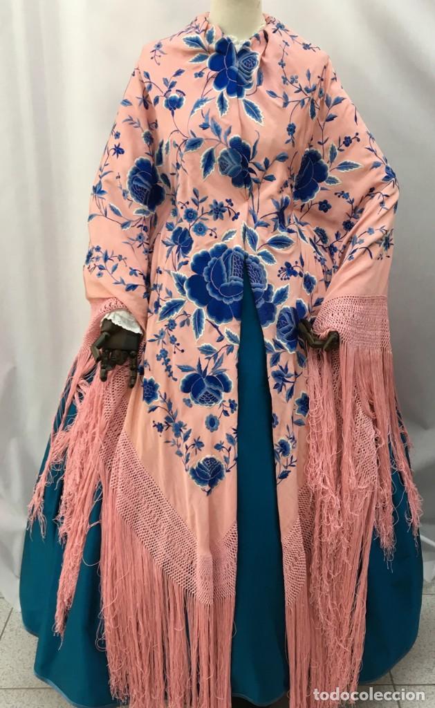 Antigüedades: Mantón de manila antiguo rosa con flores azules - Foto 3 - 144866034