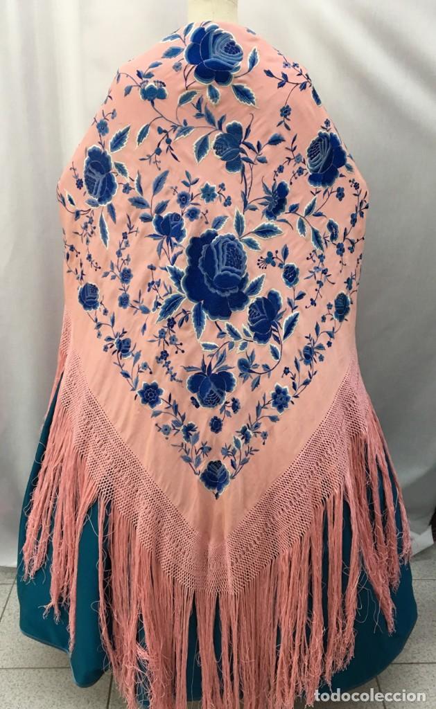 Antigüedades: Mantón de manila antiguo rosa con flores azules - Foto 4 - 144866034
