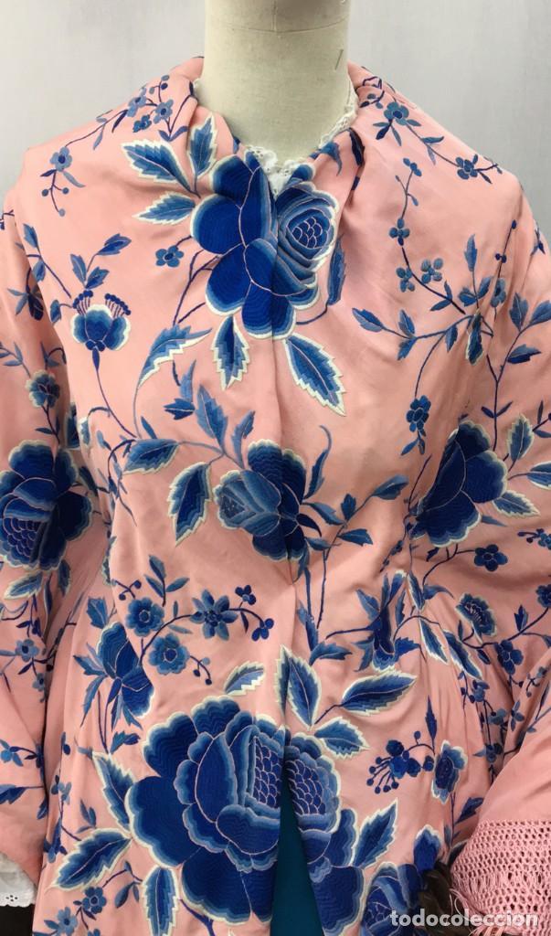 Antigüedades: Mantón de manila antiguo rosa con flores azules - Foto 5 - 144866034