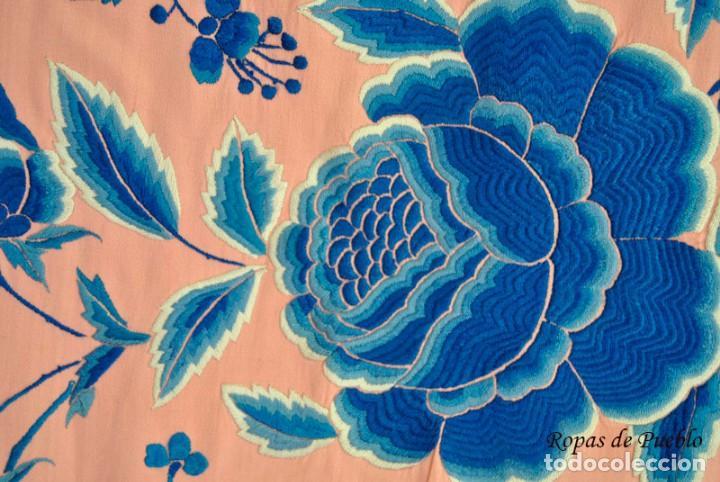 Antigüedades: Mantón de manila antiguo rosa con flores azules - Foto 7 - 144866034