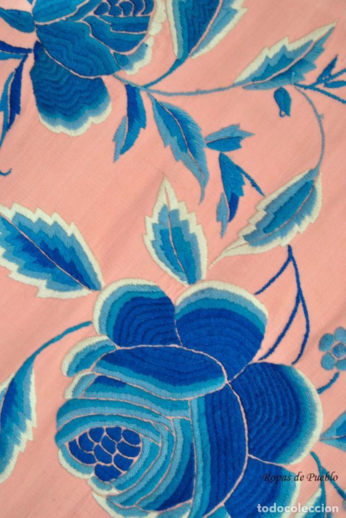 Antigüedades: Mantón de manila antiguo rosa con flores azules - Foto 8 - 144866034