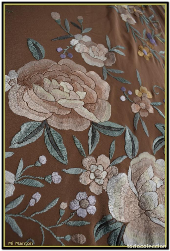 Antigüedades: Mantón de Manila en elegante color visón con bellos colores de flores difuminados - Foto 5 - 144881914