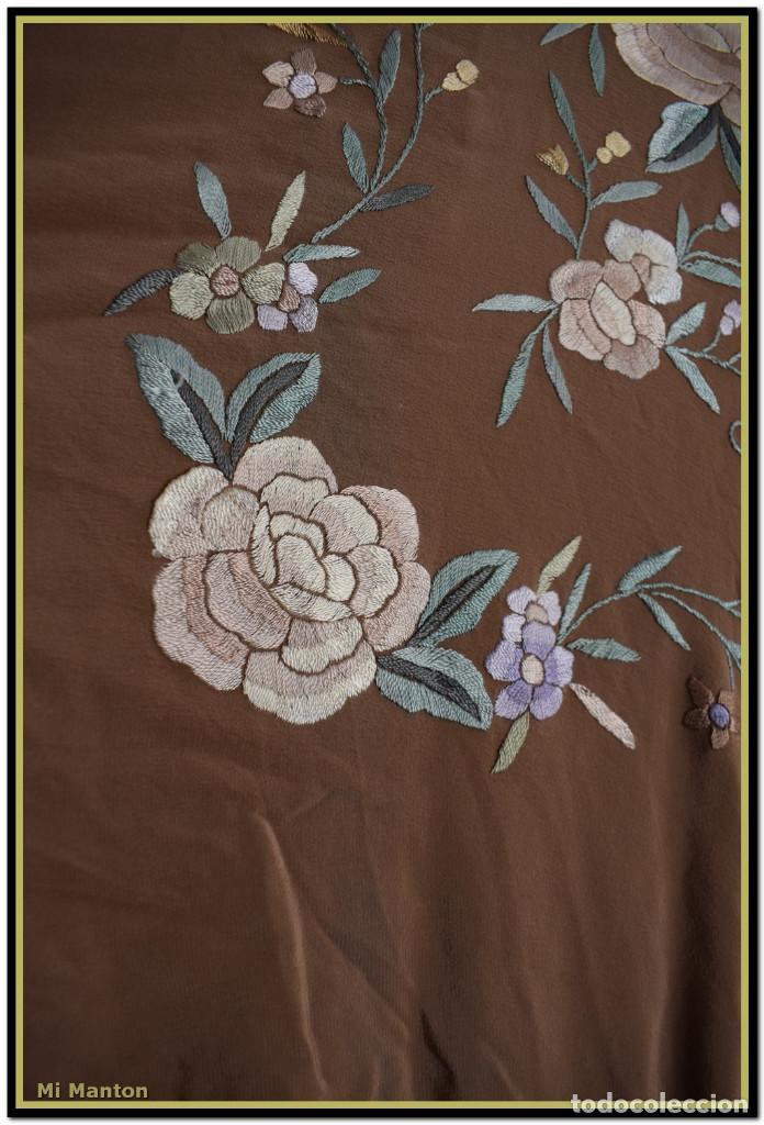 Antigüedades: Mantón de Manila en elegante color visón con bellos colores de flores difuminados - Foto 7 - 144881914
