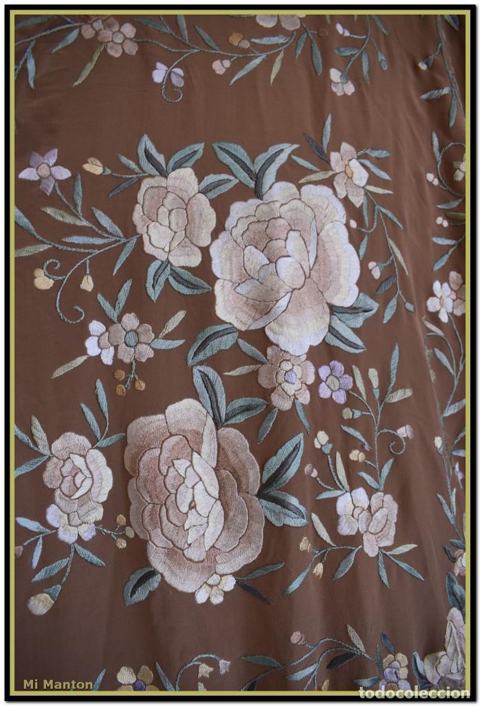Antigüedades: Mantón de Manila en elegante color visón con bellos colores de flores difuminados - Foto 8 - 144881914