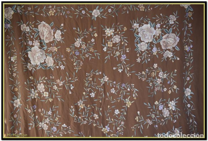 Antigüedades: Mantón de Manila en elegante color visón con bellos colores de flores difuminados - Foto 10 - 144881914