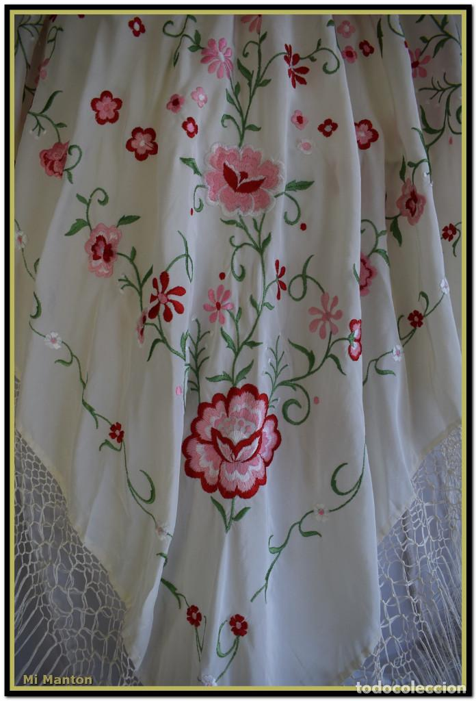 Antigüedades: Mantón de Manila blanco con flores en rosa 120x120 cm - Foto 2 - 144883306