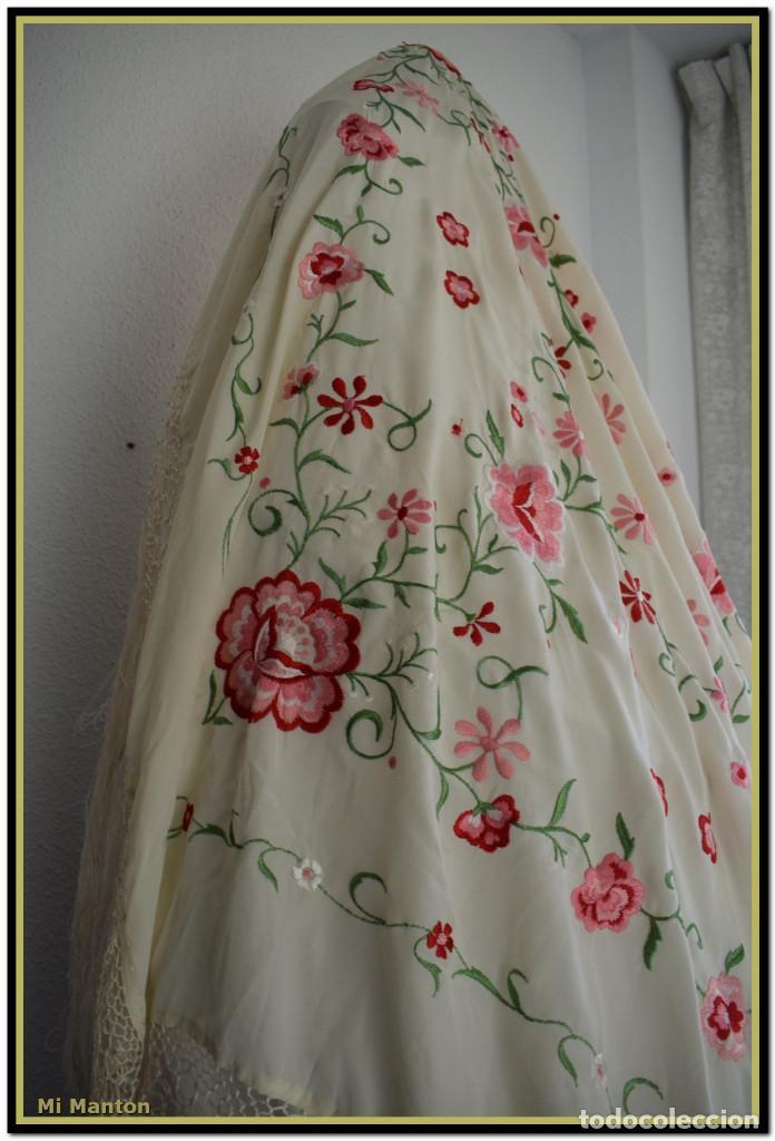 Antigüedades: Mantón de Manila blanco con flores en rosa 120x120 cm - Foto 4 - 144883306