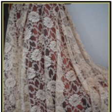 Antigüedades: MANTILLA BEIGE TONO NUDE TIPO BLONDA 120 CM X 220 CM. Lote 144887298