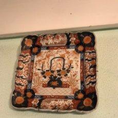 Antigüedades: PAREJA DE BANDEJAS EN PORCELANA ESMALTADA ESTILO IMARI JAPÓN SIGLO XIX. Lote 144914580