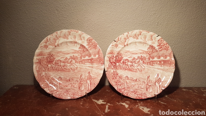 PAREJA DE PLATOS PORCELANA PONTESA ROJO. PAISAJE ROSA. (Antigüedades - Porcelanas y Cerámicas - Otras)