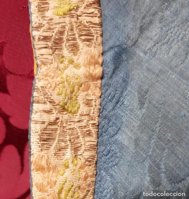 Antigüedades: Conjunto de 3 sayas o faldas y capote o capillo en seda azul. - Foto 3 - 144948154