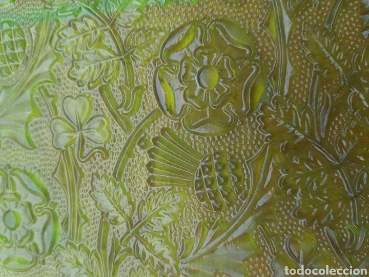 Antigüedades: Lote 23 piezas de cristales en relieve de color , decoración , casa , muy bonitos. - Foto 2 - 144956509