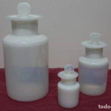 Antiquités: JUEGO DE 3 FRASCOS DE FARMACIA EN OPALINA DE LA GRANJA.. Lote 144989566